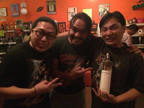 Speak Eazy - The Alternative Bar/Bistro : The boys of Speakeasy with their EFFEN