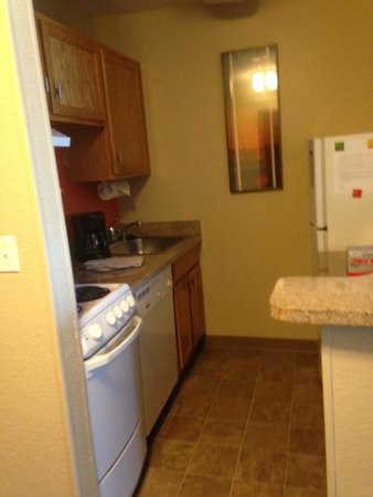 TownePlace Suites Anaheim Maingate Near Angel Stadium: Kitchen
