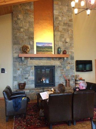 Hood River, OR: Mt. Hood winery fireplace