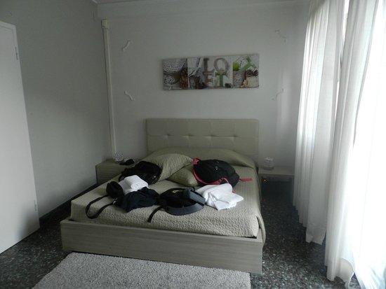 Al Portico Guest House: Quarto muito confortável, limpo e moderno