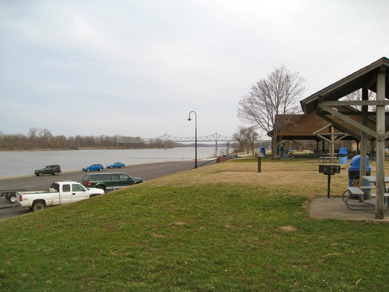 James W. Rennick Riverfront Park: Scenic and Historic place!
