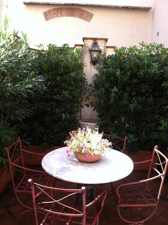Hotel Morandi Alla Crocetta: patio porch at Hotel Morandi