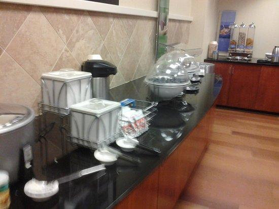 Hampton Inn & Suites Lanett/I-85 : Breakfast area