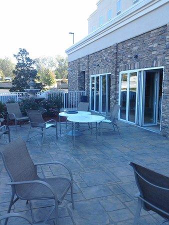 Hampton Inn & Suites Lanett/I-85 : Pool and patio