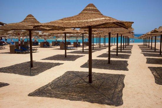 Iberotel Makadi Beach: Genug Platz am Strand (absichtlich nicht die Gäste fotografiert)