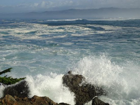 Beach House Inn: the waves