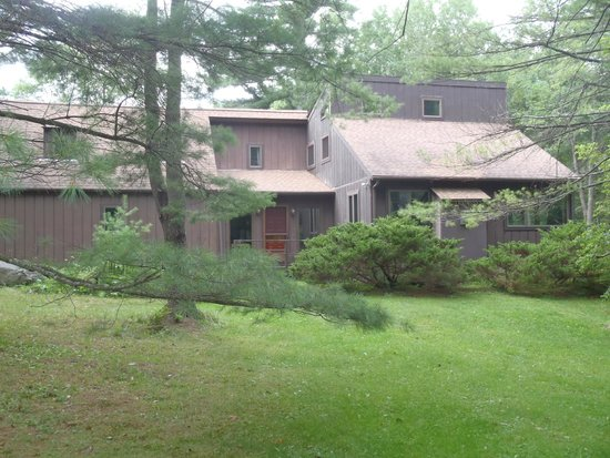 1-A Lenox Bed & Breakfast: Front of house