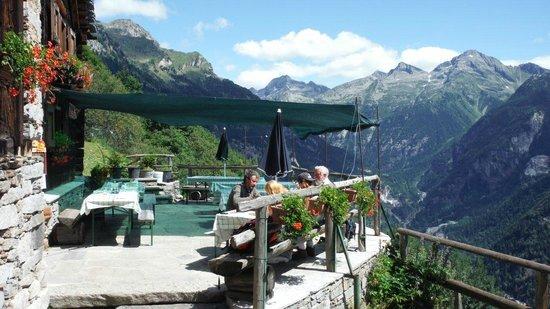 Rifugio Zum Gora : terrazza sulla valle