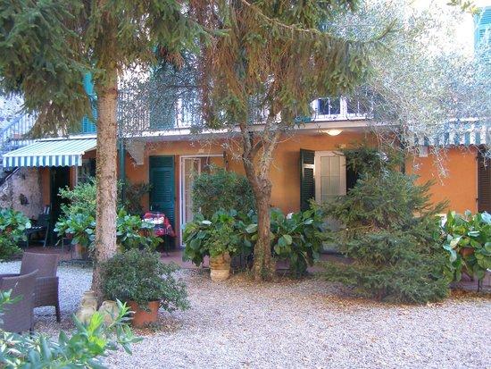Villa Clelia Bed and Breakfast: vue depuis le jardin