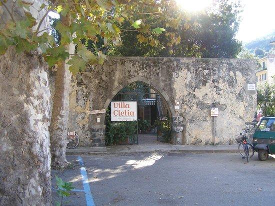 Villa Clelia Bed and Breakfast: Entrée de l'établissement