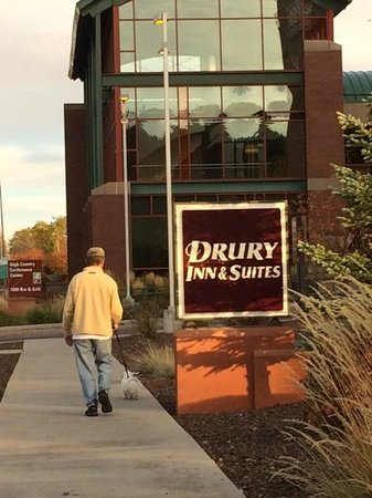 Drury Inn & Suites Flagstaff: Walking areas around the hotel