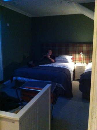 Kingsway Guest House: Room 7 - very spacious and comfortable (photo taken at night - room very bright during the day!)
