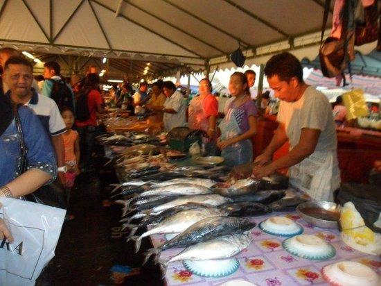 Night Market, Kota Kinabalu : Fish galore