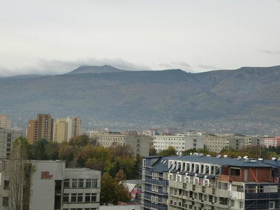 Suite Hotel Sofia : mount Vitosha in the distance
