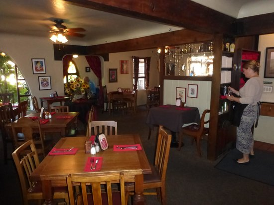 Robin's Restaurant: A view of the main dining room