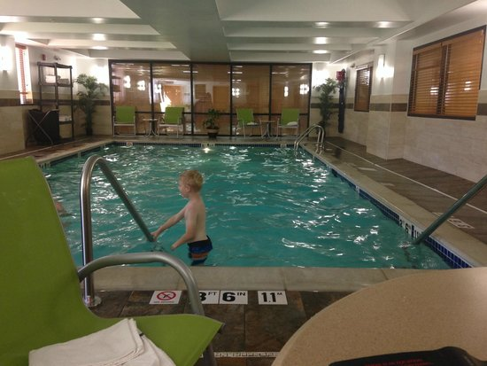 Comfort Inn Plymouth : Clean and Relaxing Pool Room