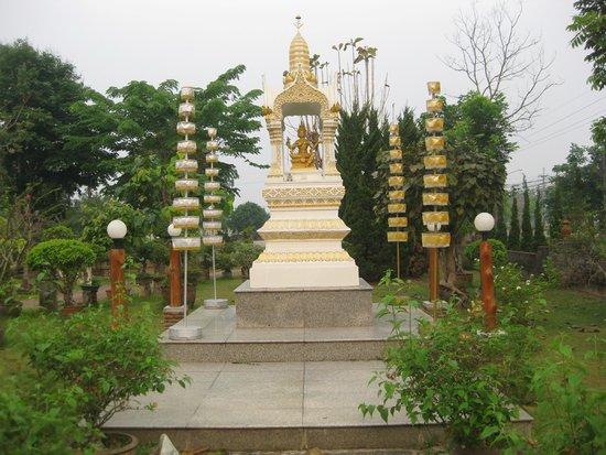 Golden Pine Resort: dans le jardin