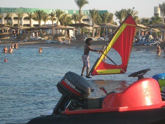 Golden 5 Diamond Resort : серфинг на пляже