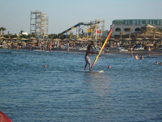Golden 5 Diamond Resort : серфинг