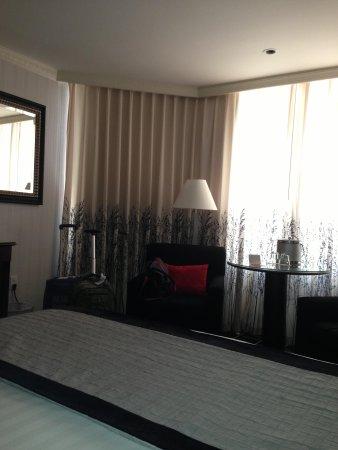 The Bristol Hotel - A Greystone Hotel: Recámara Standrard. Pide una habitación  sin ruido nocturno de motor eléctrico.