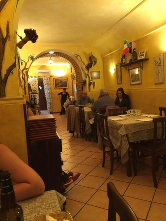 Dodo Ristorante: Small friendly family run - host speaks brilliant English - the seafood linguine is fantastic