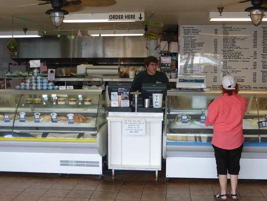 Tognazzini's Dockside Restaurant: Place your order inside
