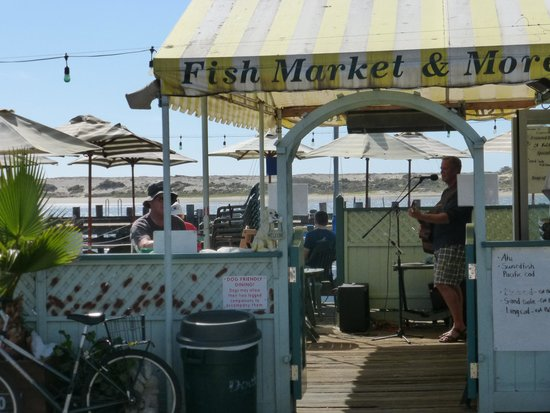 Tognazzini's Dockside Restaurant: A view of outdoor seating area