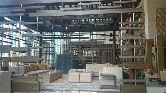 Hyatt Regency Guiyang: The lounge/restaurant area downstairs