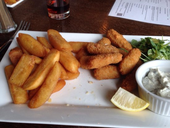 BEST WESTERN Brome Grange Hotel : Scampi and chips in the pub delicious