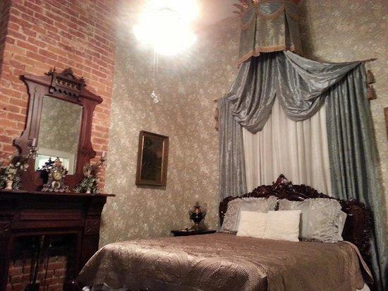 Antebellum Guest House: Rococo Room