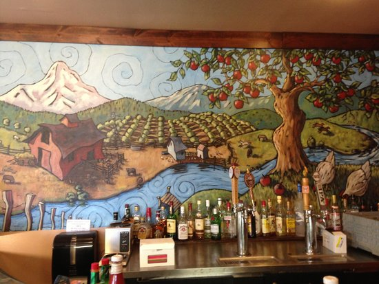 Egg River Cafe: Beautiful mural on back wall