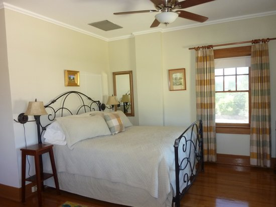 Catalina Park Inn Bed and Breakfast : The Oak Room
