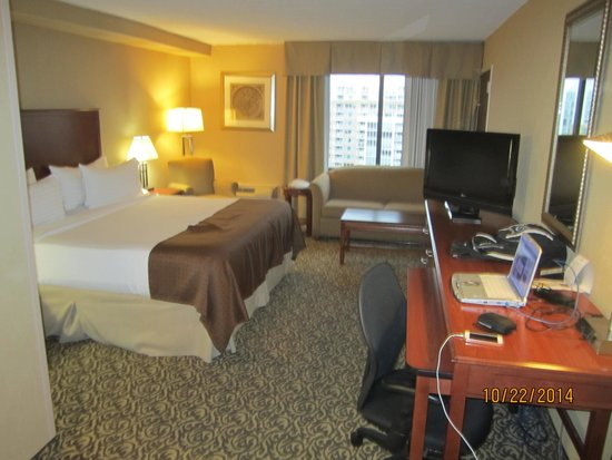 Holiday Inn National Airport / Crystal City: My room #1116