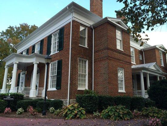 Hampton Inn Lexington - Historic District : front of the hotel
