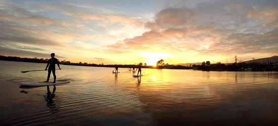 Bazil's Hostel & Surf School : sup in the sun