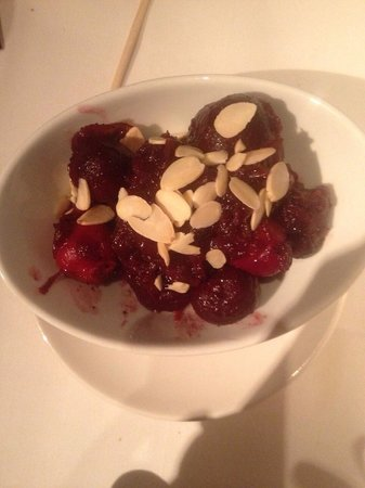Fig & Olive Fifth Avenue : Caramelized beets and almonds