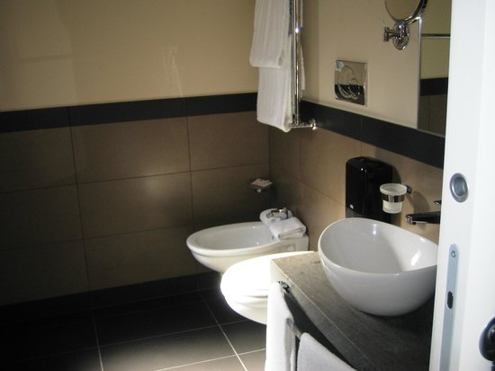 Caravel Hotel: Bathroom