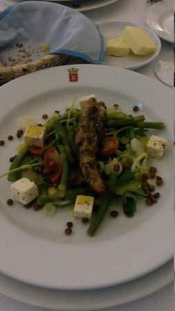 Restaurante Dom Carlos: delicious lamb salad with feta cheese