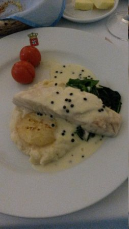 Restaurante Dom Carlos: fish poached in white wine with celery and caviar sauce