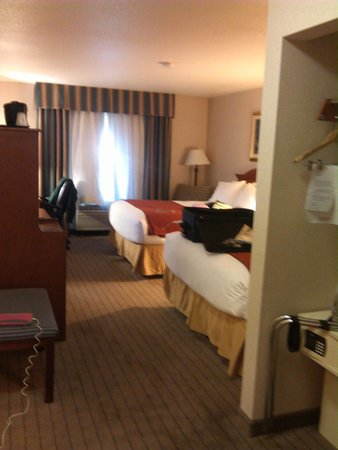 Holiday Inn Express Lawrence : My delicious room