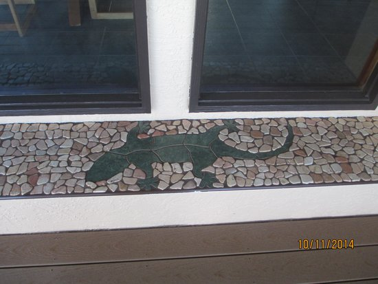 Maui Guest House: cool tile work