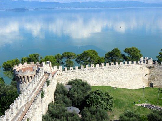 Foto de Rocca del Leone, Castiglione del Lago: Lago ...