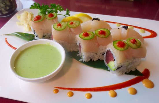 Koto Japanese Steakhouse: Specialty roll and pieces