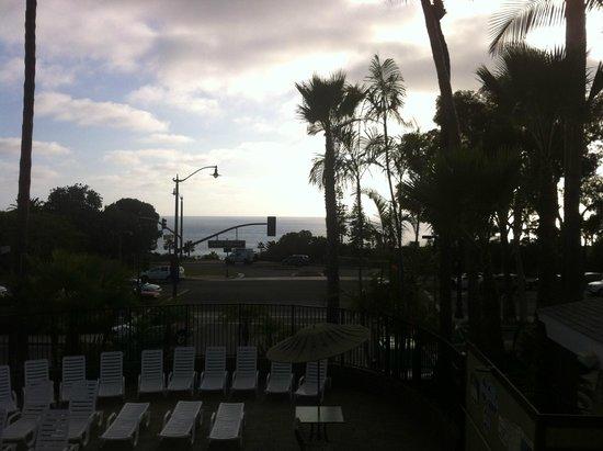 Laguna Beach Lodge: View from Pool Area overlook