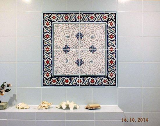 Heritage Nomadic Art Gallery: Here is the bathroom panel with halij design