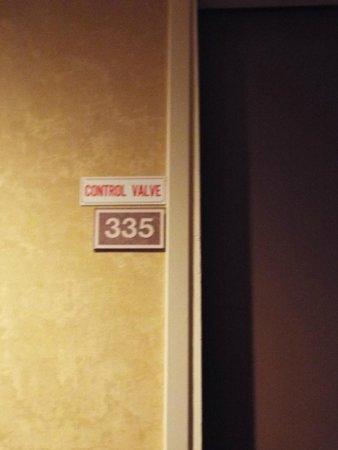 Oxford Suites Lancaster: Room Entrance
