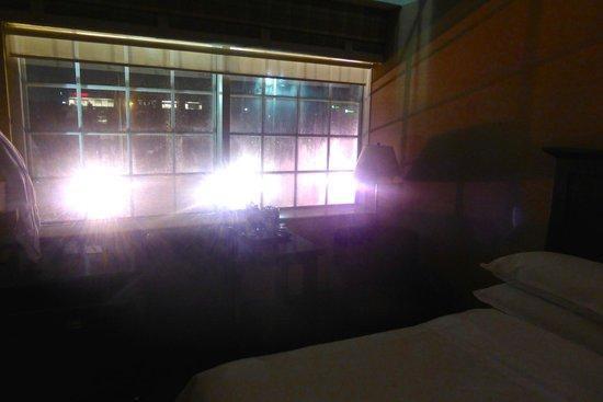 Sheraton Houston West: Felt like Kramer with this big lights :)