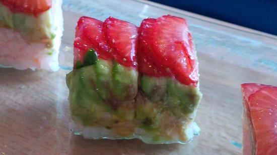 M Grille: fruit sushi