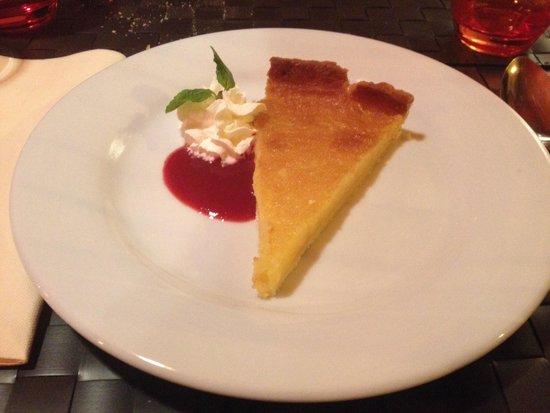La Table à Deniz : En dessert, la succulente tarte au citron maison... Un conseil : faites en mettre une de côté en