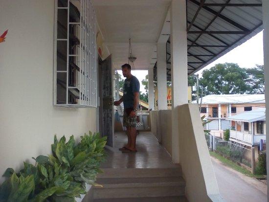 Western Guest House: La entrada a la casa